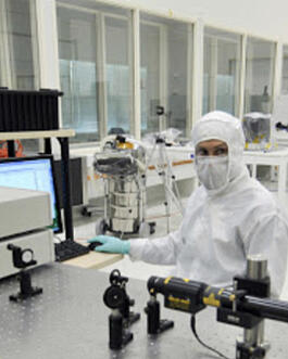 Scientific-laser-clean-room300